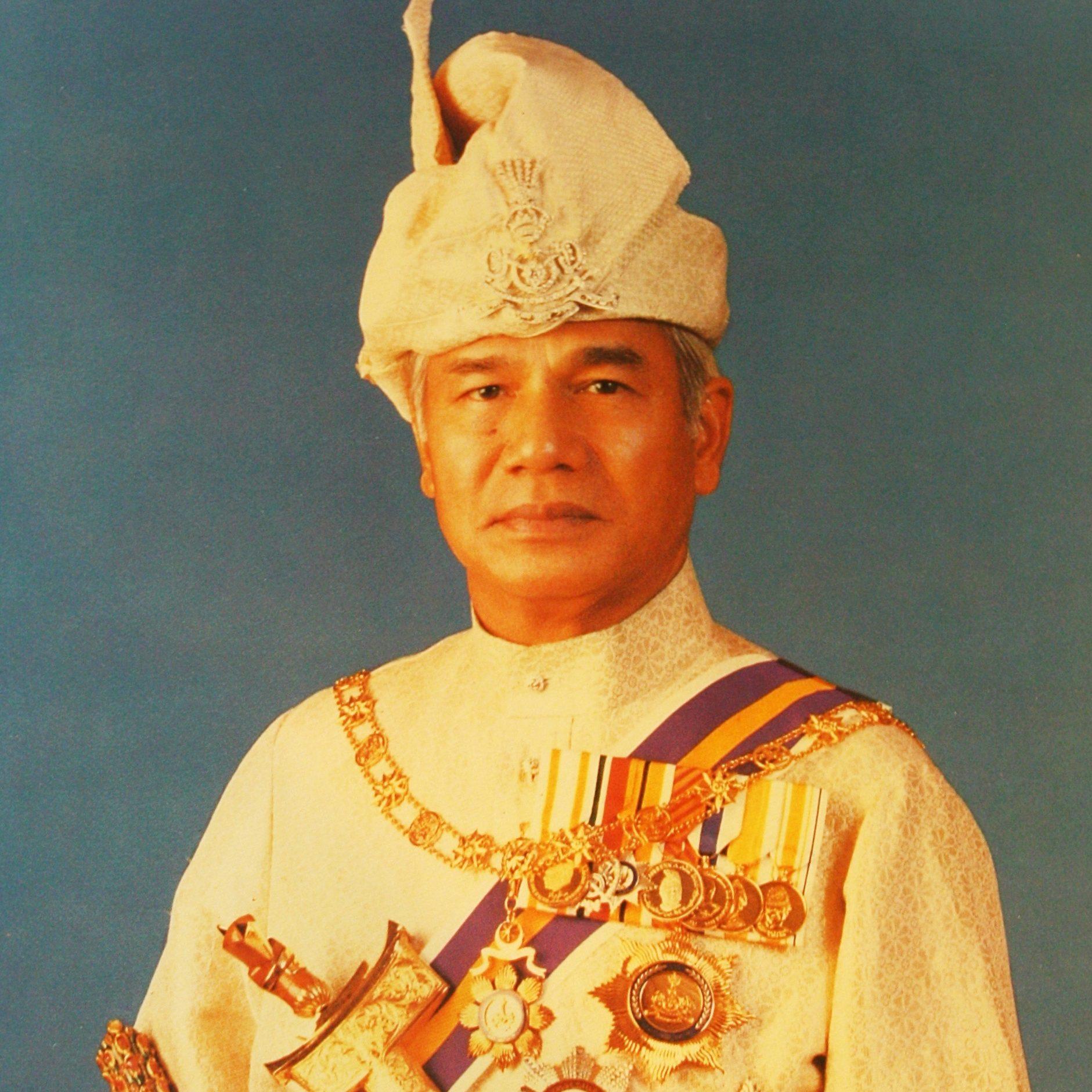 Sultan Azlan Muhibbuddin Shah Ibni Almarhum Sultan Yussuff Izzuddin Shah Ghafarullahu-lah